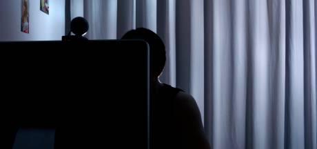 Voetbaltrainer die zich voordeed als 14-jarig meisje bestraft voor ontucht