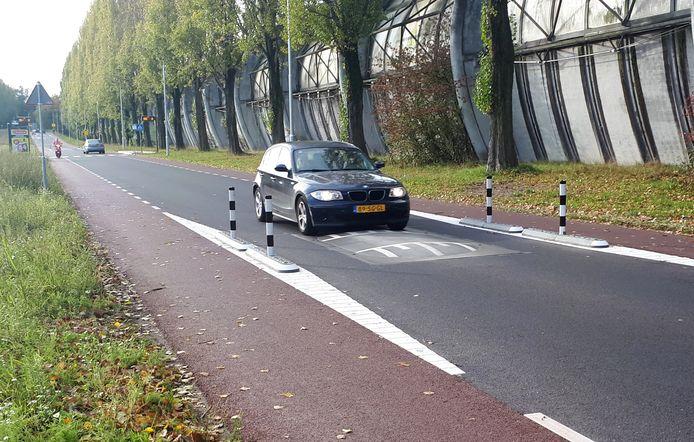 Paaltjes maken dat automobilisten letterlijk en figuurlijk niet meer om de verkeersdrempels heen kunnen.