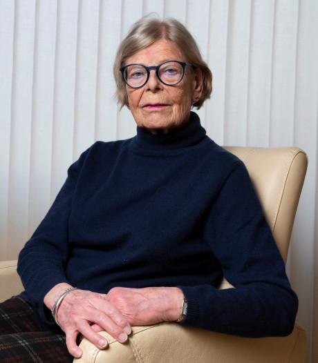 Joke (80) heeft haar man al acht dagen niet gesproken: 'Bang dat hij schrikt'