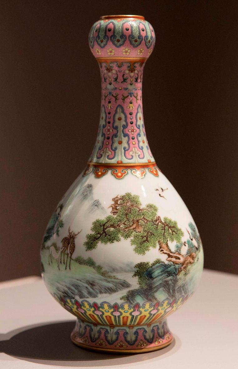 Antiek Chinees Porselein Herkennen.Lelijke Vondst In Schoenendoos Blijkt Recordbedrag Van 16 Miljoen