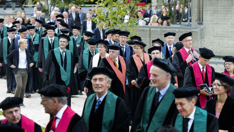 Een cortege van overwegend mannelijke hoogleraren tijdens de opening van het academisch jaar op de Erasmus Universiteit. Beeld anp