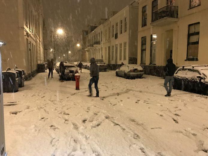 Sneeuwballengevecht in Arnhem.