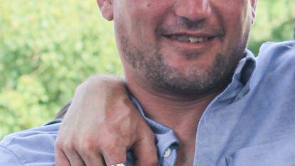 """Echtgenote verongelukte bromfietser (41) blijft achter met twee kinderen: """"We klagen al heel lang over hoe onveilig onze straat is. Nu is Bart er doodgereden"""""""