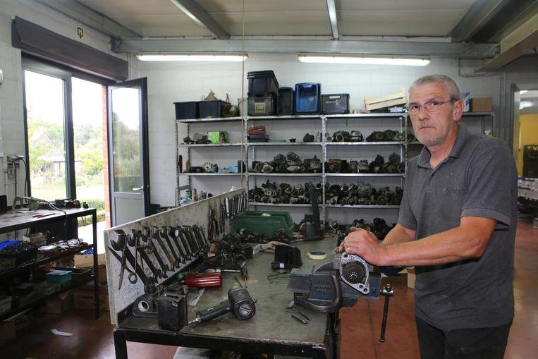 Yves Pittomvils in zijn atelier, waar hij de dieven op heterdaad kon betrappen.