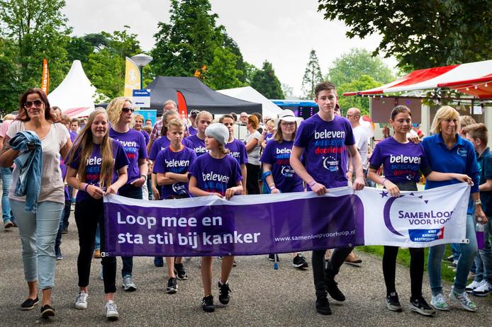 72 teams met honderden wandelaars namen dit jaar deel aan de Samenloop in Park Rijnstroom.