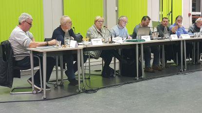 """Gemeenteraadsvoorzitter Dirk Goemaere (PVDA) weet het even niet meer: """"Wil de fractieleider van VLD-SD nu opstaan?"""""""