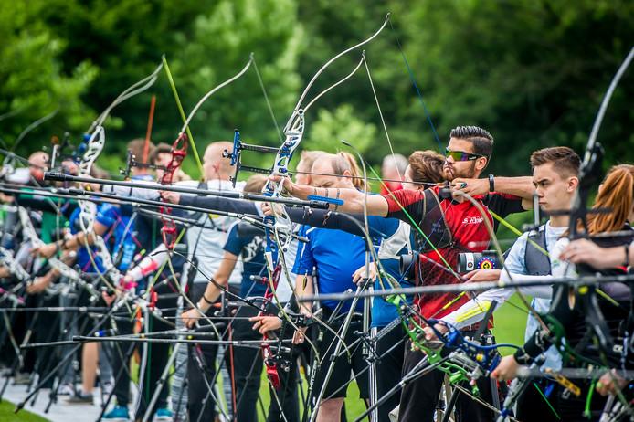 In Ulvenhout vond afgelopen weekend de tweedaagse wedstrijd handboogschieten plaats. Schutters proberen vanaf 50 meter afstand in de 'X' te schieten.