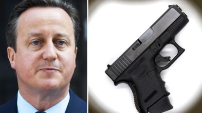 Passagier vindt wapen dat bodyguard van David Cameron op vliegtuigtoilet had laten liggen