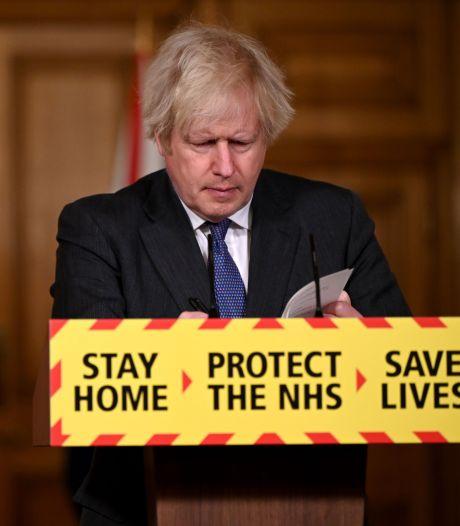 Premier Boris Johnson: 'Britse variant lijkt toch dodelijker dan gedacht'