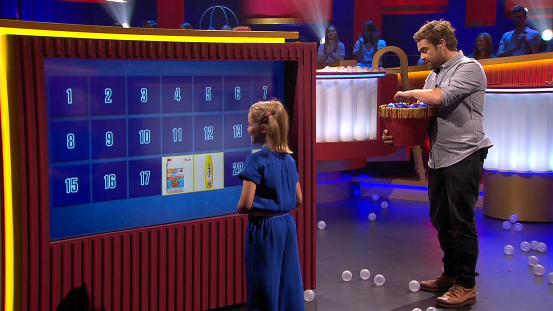 Opvoeden Doe Je Zo, nieuwe humoristische show van Woestijnvis voor VIER met gastheer Pedro Elias, die kinderen tss 9 en 12 jaar 45 minuten bij BV's plaatst Beeld Vier