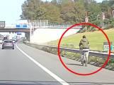Jongedame fietst al bellend over vluchtstrook van A4