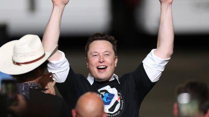 """Musk emotioneel over succesvolle lancering: """"Eerste stap naar een beschaving op Mars"""""""