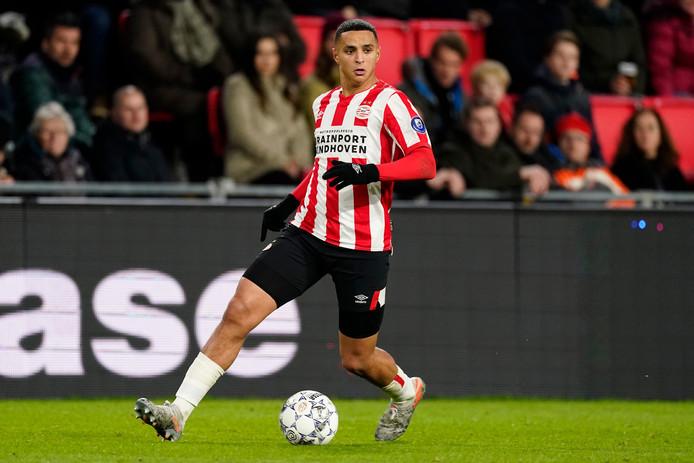 Het PSV-shirt, hier gedragen door Mo Ihattaren, zal volgend seizoen door Puma geleverd worden.