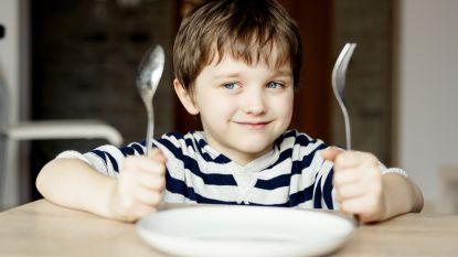 Van geen ellebogen naar geen smartphone op tafel: waarom we onze kinderen opnieuw etiquette moeten aanleren
