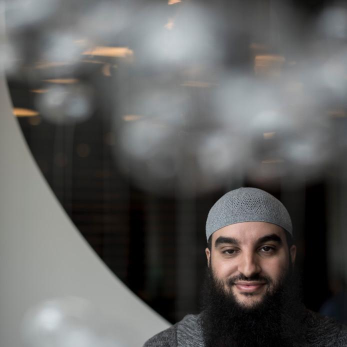 Abou Nafi klaagt burgemeester Ahmed Marcouch van Arnhem aan: ,,Ik vind het belangrijk dat ík en andere imams niet allemaal op één hoop  van haatzaaierij en radicalisme worden gegooid.''