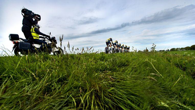 De ploeg van Cyclingteam Join-S-De Rijke tijdens de ploegentijdrit. Beeld Klaas Jan van der Weij