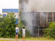 Flinke vlammen in leegstaande fabriek in Alblasserdam snel onder controle