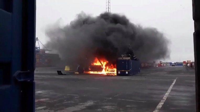 De kraan brandde volledig uit. Er vielen geen gewonden.