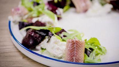 Loïc maakt salade met rode biet