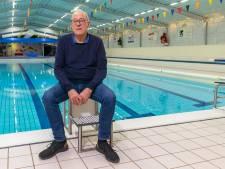 Badmeester Rob Spijkerman neemt na 46 jaar afscheid van het zwembad in Zwartsluis: 'Kan niet ongestoord door de supermarkt'