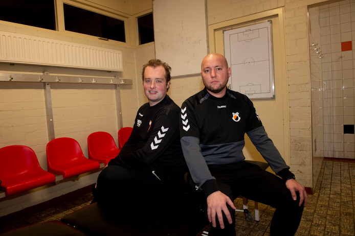 Apeldoornse voetbaltrainers Stephan Quack (r) en Martijn Jongbloed hebben afgelopen weekend hun licht opgestoken bij Hoffenheim-trainer Alfred Schreuder.