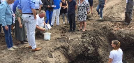 Middeleeuwse speerpunt gevonden bij opgraving kasteeltje Spreeuwenburg Vught