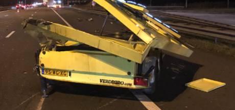 Vrachtwagen ramt pijlwagen op A50 bij Valburg: twee rijstroken dicht