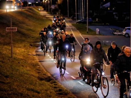 Maasdijkers zetten massaal koers richting raadszaal als protest tegen Polenhotel