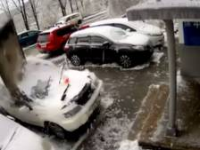 Une dalle de béton s'écrase sur sa voiture, le propriétaire sain et sauf