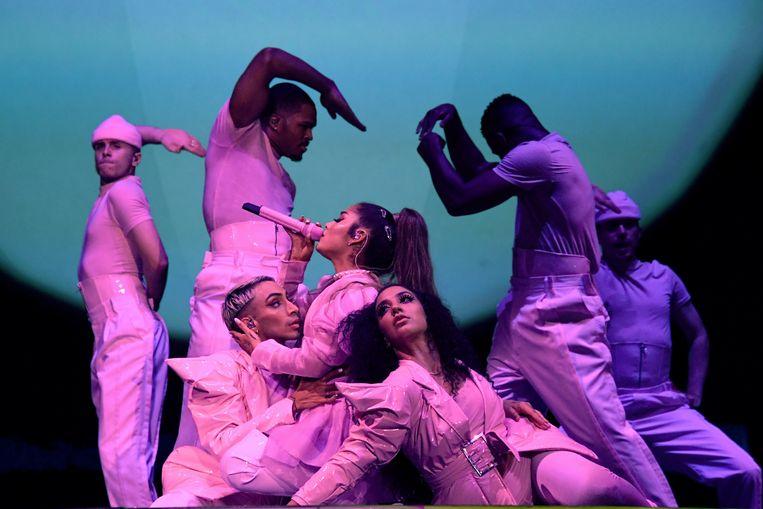 Ariana Grande tijdens haar Sweetener World Tour in Chicago. Beeld Getty Images