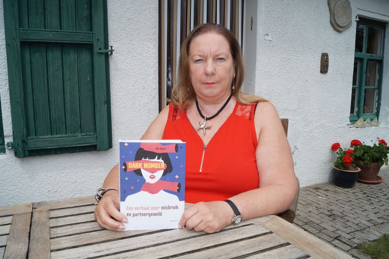 Ria Anyca met haar nieuwe boek
