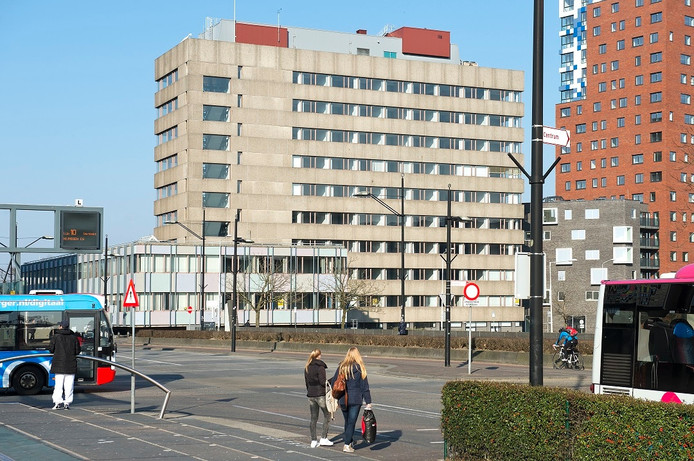 Het voormalige belastingkantoor op het Stationsplein in Nijmegen.