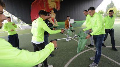 Tiental jongeren ROJM ruimt zwerfvuil in Zennestad