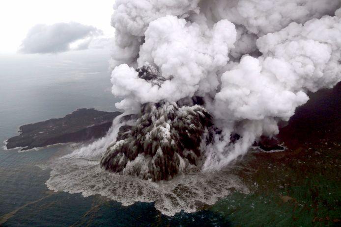 Anak Krakatau barst uit.