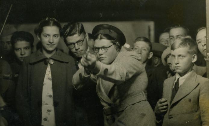 Ria schiet voor het eerst, 1936
