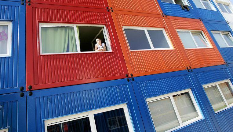De wooncontainers voor studenten op de NDSM-werf zijn voorzien van een keukentje en badkamer met douche en een toilet. Beeld anp