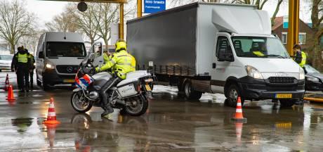 Illegale gokkast, drugs en hennepplantages ontdekt bij reeks invallen in Deventer