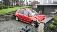 Bizar ongeval op de Molenberg in Nederbrakel: auto raakt gekneld op oprit