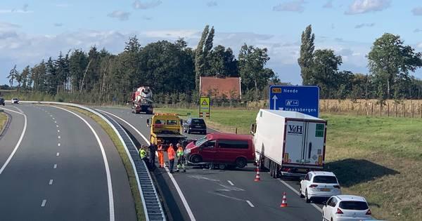 Eenzijdig ongeluk zorgt voor veel vertraging op N18 bij Haaksbergen.