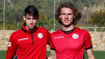 """Ewoud Pletinckx en Mathieu De Smet, twee buitenbeentjes tussen de oudstrijders van Essevee: """"Zalig, plots mag je mee het veld op voor de opwarming"""""""
