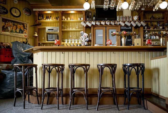 Een lege bar in Proeflokaal De Boom.