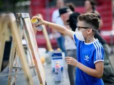 Feest voor 400 kinderen uit Wesselerbrink bij opening Park De Magneet