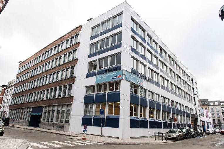 De KU Leuven verhuist haar Antwerpse opleidingen van de Faculteiten Letteren en Sociale Wetenschappen van de Sint-Andriesstraat naar de Sint-Jacobsmarkt 49.
