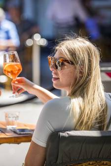 Strengere controles op het terras: 'Handhavers zien vaak lange tafels met te veel mensen'