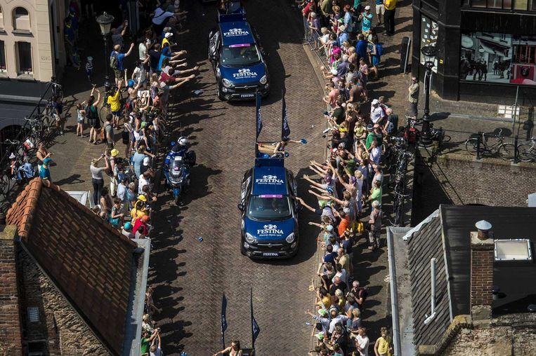 De reclamekaravaan rijdt door de Zadelstraat in Utrecht. Beeld anp