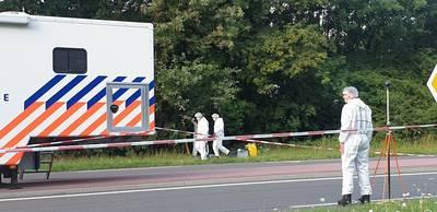 Dode persoon in berm Nijmegen: politie zet zondag het onderzoek voort