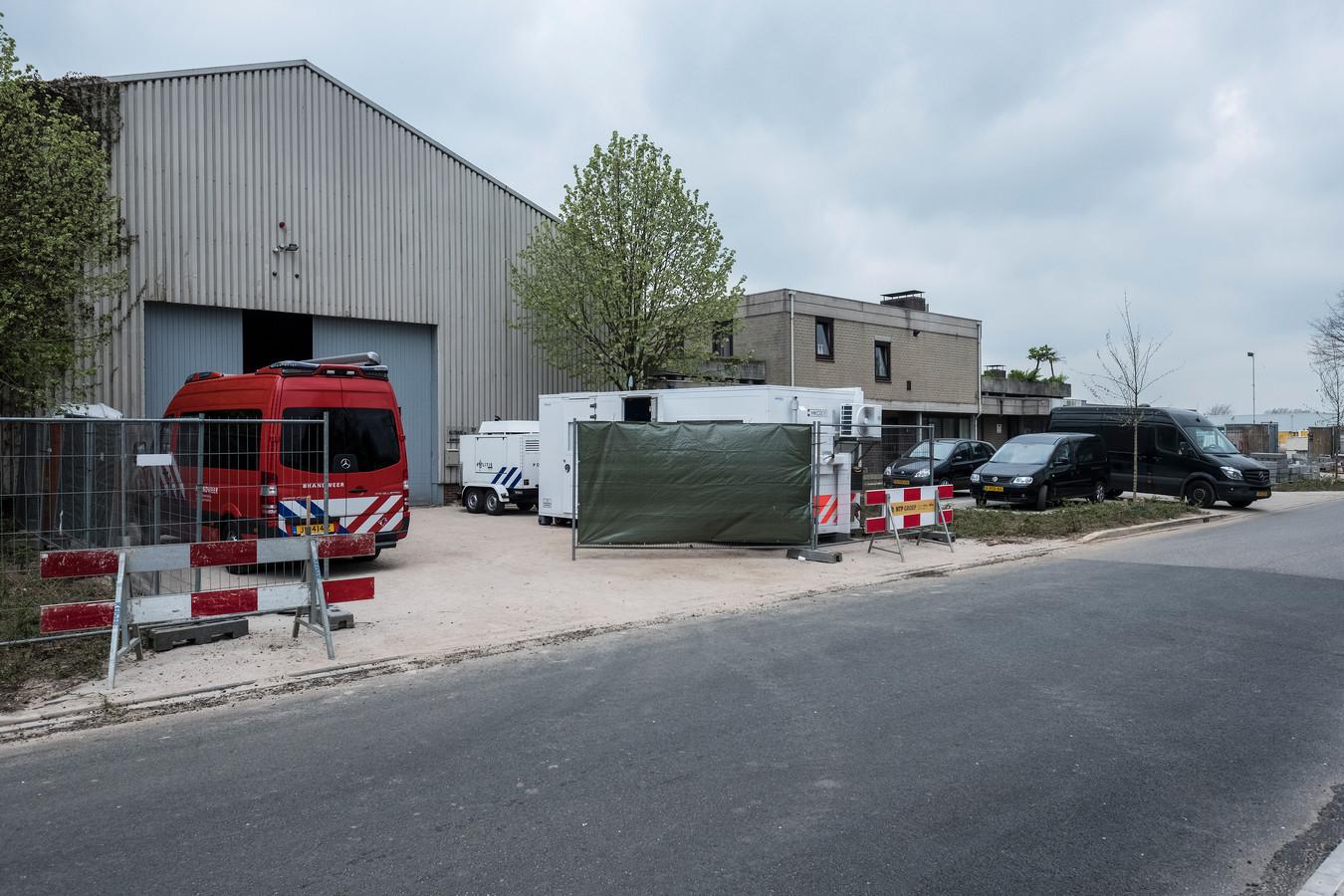 Het drugslaboratorium werd twee weken geleden gevonden in dit bedrijfspand aan de IJsselweg Foto :Jan Ruland van den Brink