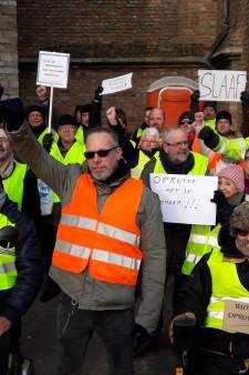 Gele Hesjes demonstreren in Middelburg: 'Hosternokke! Rutte moe dokke!'