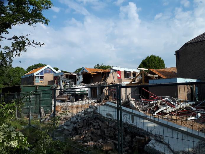 De sloop van de voormalige Boschveldschool is gestart.