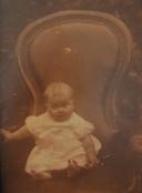 Mevrouw Van Beek als baby 8 maanden oud